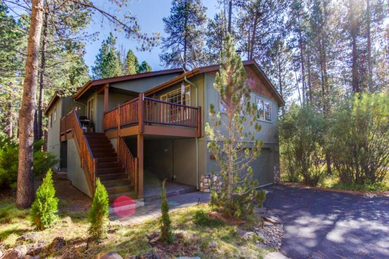 Cozy home w/resort amenities & game room/man cave! - Image 1 - Sunriver - rentals
