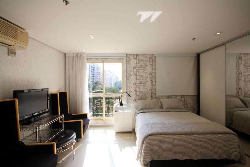 Minimalist Studio Apartment in Jardins - Image 1 - Sao Paulo - rentals