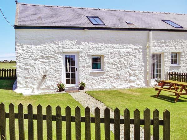THE GRANARY, character beams, enclosed lawned garden, ideal family base in Cilan near Abersoch, Ref: 14501 - Image 1 - Cilan Uchaf - rentals