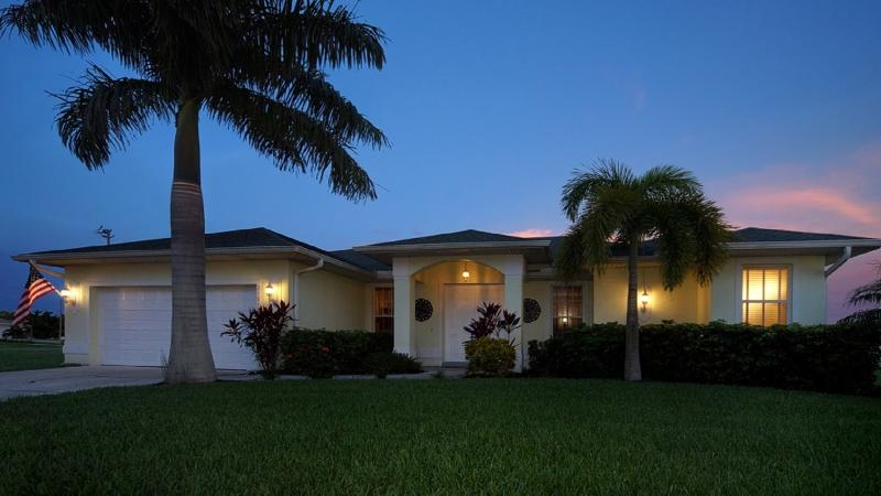 Villa Palm Tree by night - VILLA PALM TREE-POOL-JUNE SPECIAL PRICE-PLEASE ASK - Cape Coral - rentals
