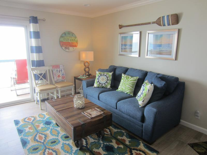 Living Room Faces The Ocean - Carpinteria, CA. Beachfront 2 BR Condo - Carpinteria - rentals