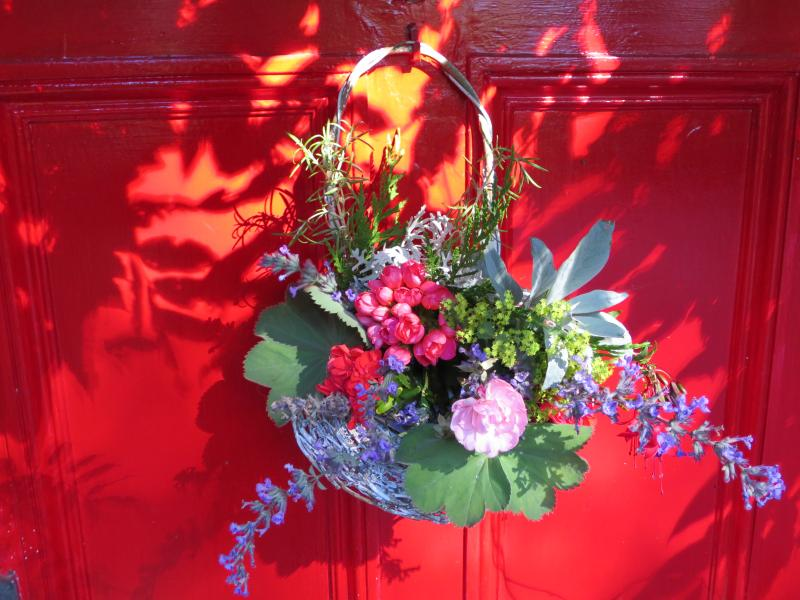Fresh flowers welcome guests to Sunrise Garden Cottage - SUNRISE GARDEN COTTAGE - enchanting hideway for 2 - Victoria - rentals