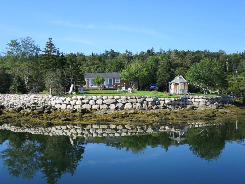 Private Oceanfront Penninsula - EZ Breeze Seaside Cottage - Head of Jeddore - rentals