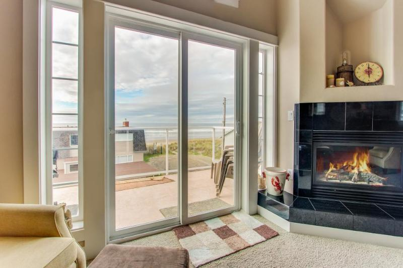 Walk your dog across the street to the beach from this Oregon coast home! - Image 1 - Rockaway Beach - rentals