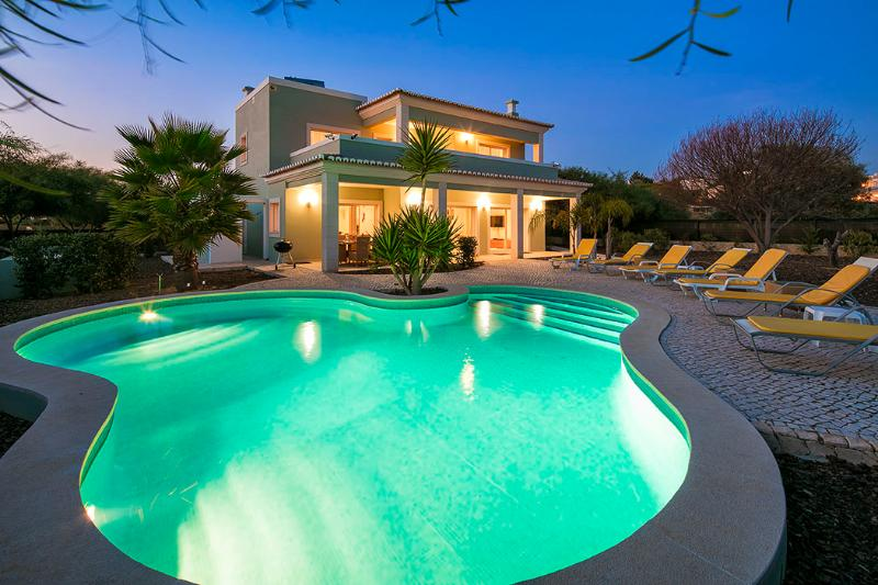 Villa Debora - Contemporary 4 bedroom villa - Close to many amenities. Great - Image 1 - Carvoeiro - rentals