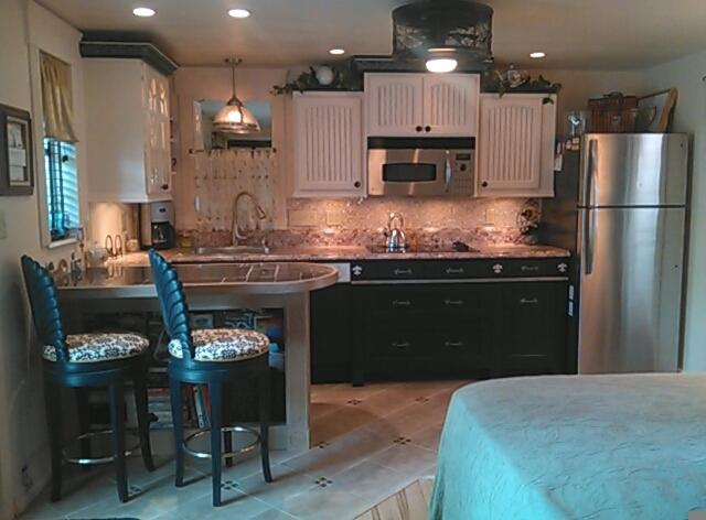Inviting New Kitchen w/ Elegance Simplicity & Li'l French Chic Flair ~ Great new Applicances! - SUNRISE HOLIDAY RETREAT - Sarasota - rentals