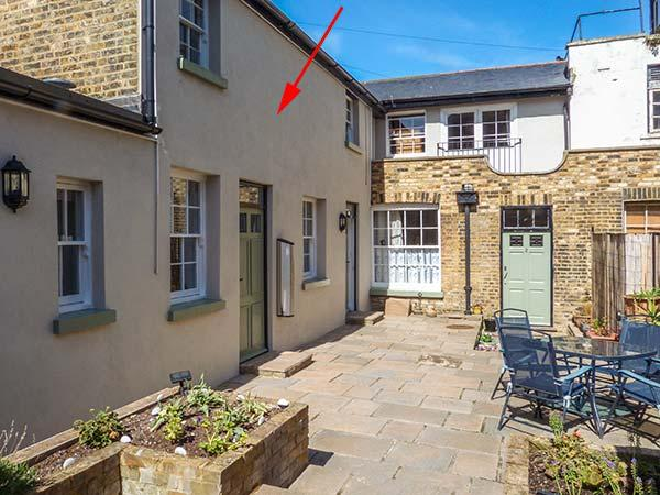1 THE OLD POTTERY COTTAGES Grade II listed, close to beach, romantic retreat in Ramsgate Ref 923277 - Image 1 - Ramsgate - rentals