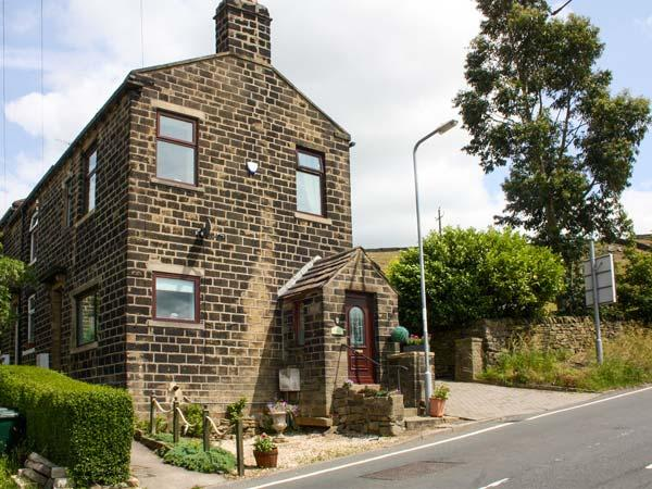 LAVENDER COTTAGE woodburning stove, pet-friendly in Bingley Ref 924441 - Image 1 - Bingley - rentals
