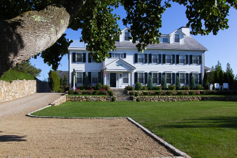 Drive & Front of House - FINNM - Luxury Retreat, Heart of Edgartown Village, Heated Salt Water Pool - Edgartown - rentals