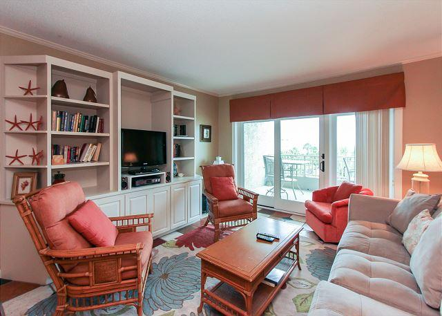 Living Area - 335 Shorewood-Oceanfront & 3 Bedrooms: You can't beat the location - Hilton Head - rentals