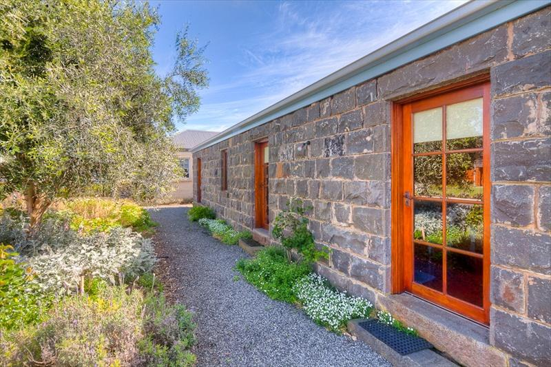 Breakfast Creek Cottage - Image 1 - Port Fairy - rentals