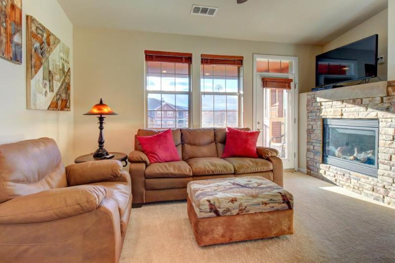 Mountain penthouse condo w/ shared hot tub & pool, near ski access! - Image 1 - Granby - rentals