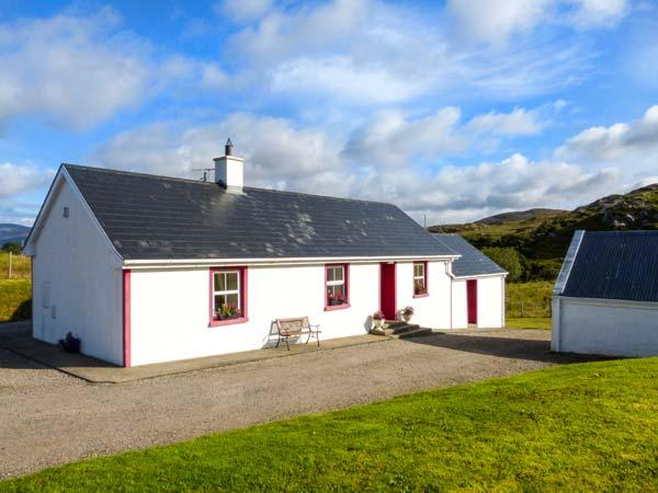 WILLIE'S COTTAGE, ground floor, open fire, pet-friendly, lawned garden, Fintown, Ref 923604 - Image 1 - Doochary - rentals
