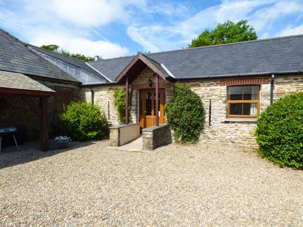 SANDPIPER COTTAGE, mostly ground floor, shared outdoor heated pool, parking, in Llanboidy, Ref 924598 - Image 1 - Llanboidy - rentals