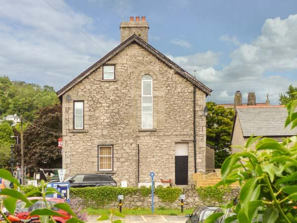 CHURCH VIEW, apartment, woodburner, enclosed patio, WiFi, in Grange-over-Sands, Ref 924624 - Image 1 - Grange-over-Sands - rentals