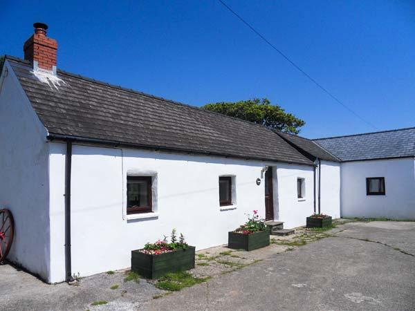 HILL TOP FARM COTTAGE family-friendly, woodburning stove, all ground floor in Narberth Ref 924622 - Image 1 - Narberth - rentals