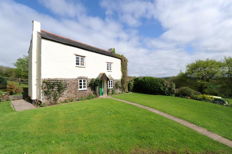 Adipit Cottage located in Bideford, Devon - Image 1 - Bideford - rentals