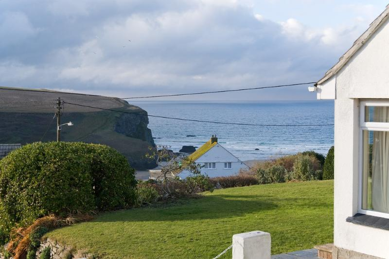 Beach View located in Mawgan Porth, Cornwall - Image 1 - Trenance - rentals