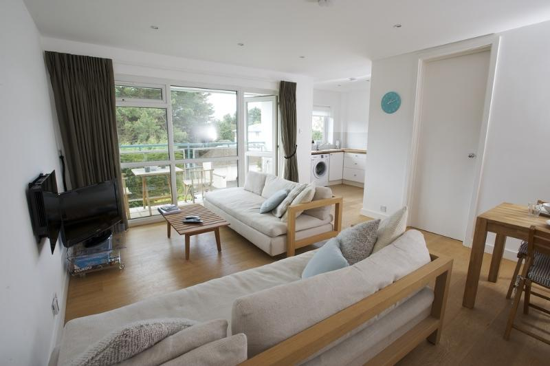 15 Fairwinds located in Sandbanks, Dorset - Image 1 - Poole - rentals