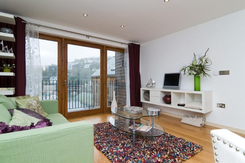 Harbour View, The Creekside located in Looe, Cornwall - Image 1 - Looe - rentals