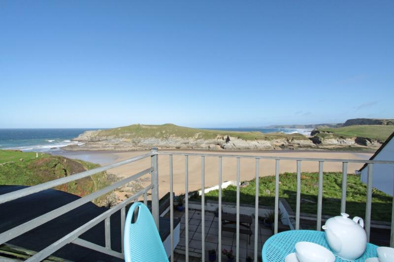 Driftwood, 7 Glendorgal Sands located in Newquay, Cornwall - Image 1 - Newquay - rentals