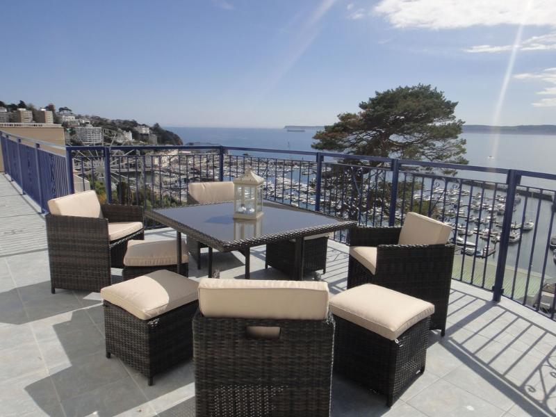 The Bosuns Chair, 1 Cliff Heights located in Torquay, Devon - Image 1 - Torquay - rentals