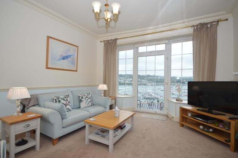 Marina View, Kingswear located in Kingswear, Devon - Image 1 - Dartmouth - rentals
