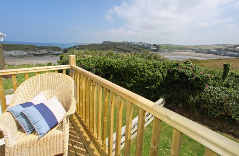 Porth View, 9 Glendorgal located in Newquay, Cornwall - Image 1 - Newquay - rentals