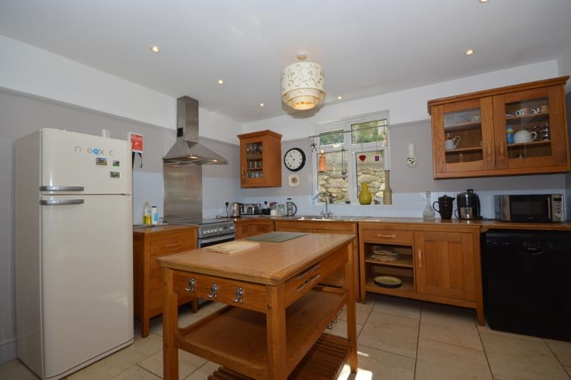 27 Lower Shirburn Road located in Torquay, Devon - Image 1 - Torquay - rentals