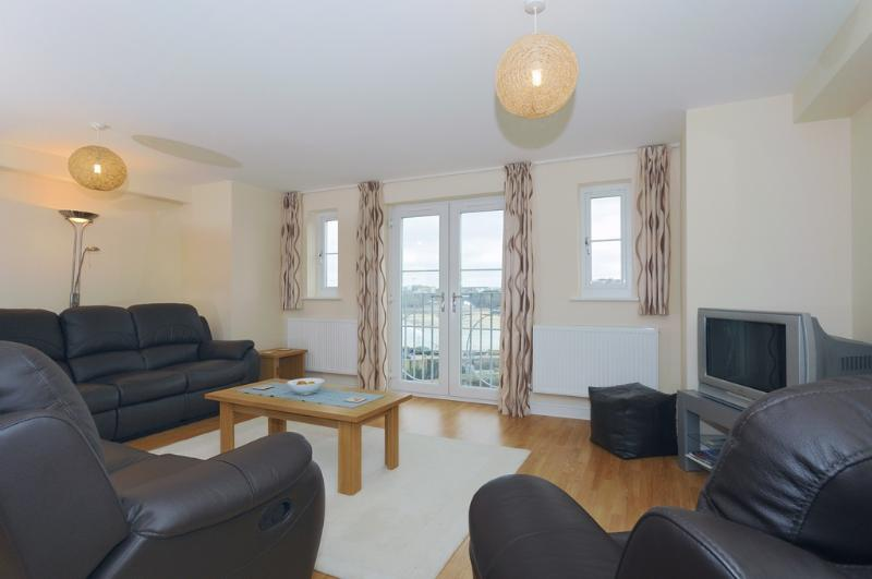6 Harbour View located in Newquay, Cornwall - Image 1 - Newquay - rentals