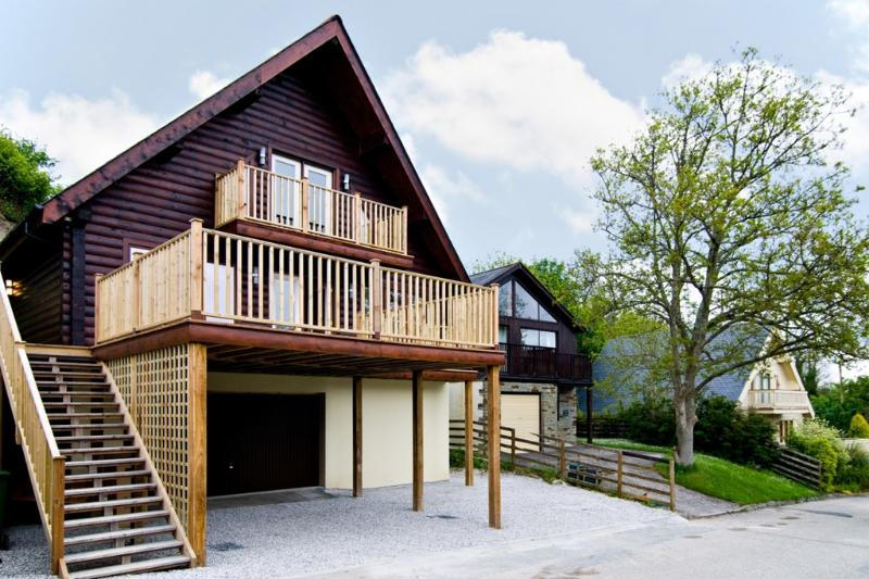 Hadleigh Lodge located in Padstow, Cornwall - Image 1 - Padstow - rentals