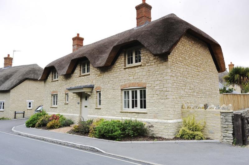 Hambury House located in West Lulworth, Dorset - Image 1 - West Lulworth - rentals