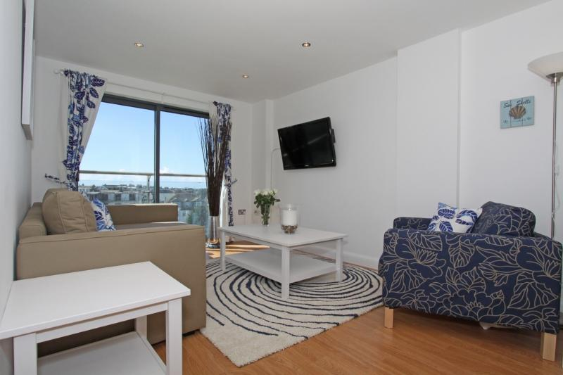 26 Horizons located in Newquay, Cornwall - Image 1 - Newquay - rentals