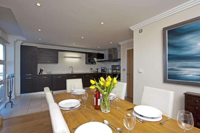 43 Marinus Apartments located in Cowes, Isle Of Wight - Image 1 - Cowes - rentals