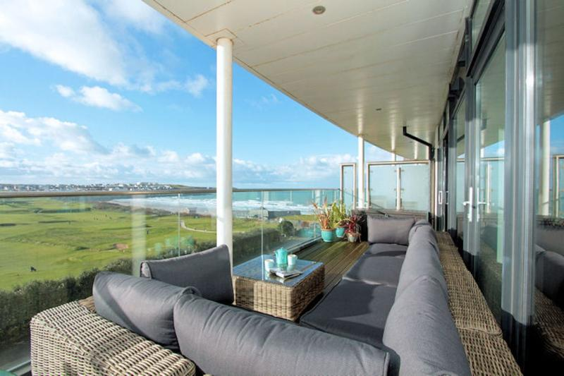Fistral View, 10 Pearl located in Newquay, Cornwall - Image 1 - Newquay - rentals