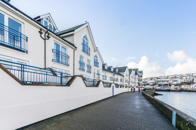 39 Moorings Reach located in Brixham, Devon - Image 1 - Brixham - rentals