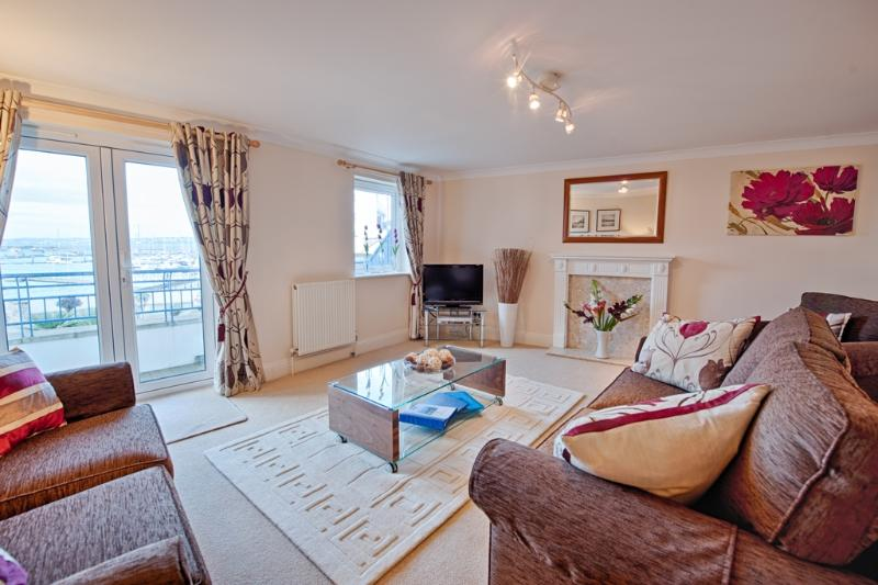 44 Moorings Reach located in Brixham, Devon - Image 1 - Brixham - rentals