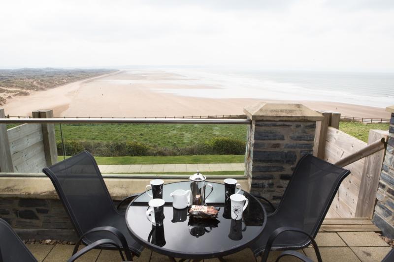 4 Ocean Point located in Saunton, Devon - Image 1 - Saunton - rentals