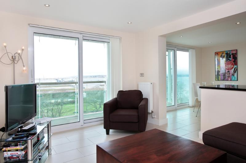 67 Ocean Views located in Portland, Dorset - Image 1 - Weymouth - rentals