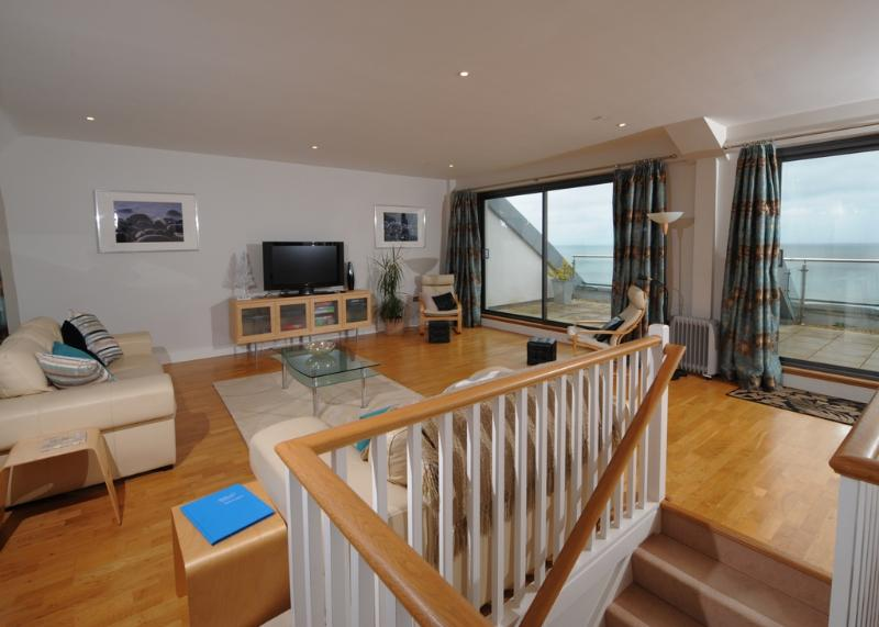 The Sea Rocks located in Westward Ho!, Devon - Image 1 - Westward Ho - rentals