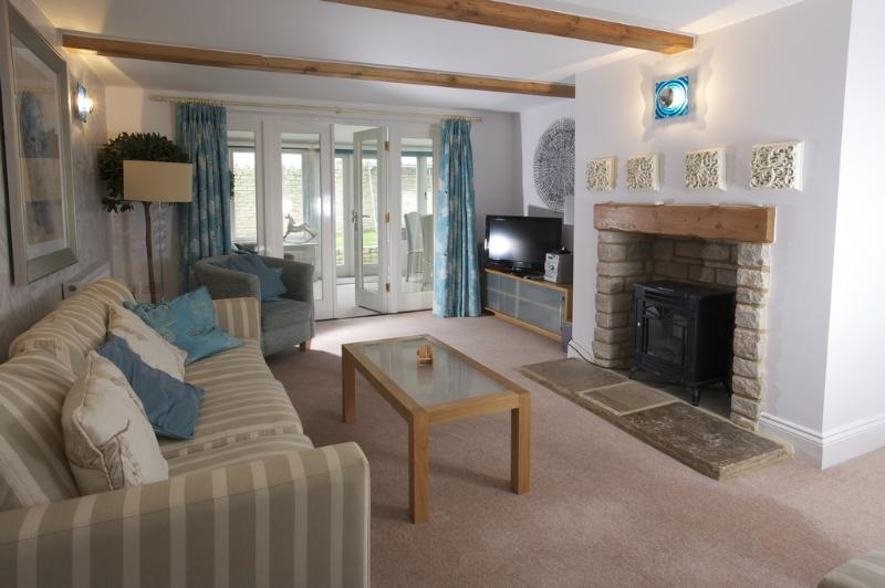 Pebble Beach Cottage located in West Lulworth, Dorset - Image 1 - West Lulworth - rentals