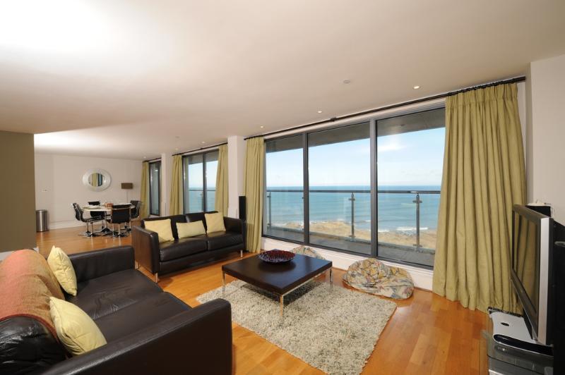 The Penthouse Bay View, Nassau Court located in Westward Ho!, Devon - Image 1 - Westward Ho - rentals