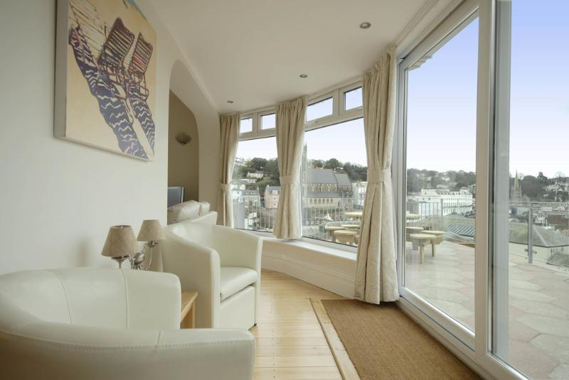 Rock House located in Torquay, Devon - Image 1 - Torquay - rentals
