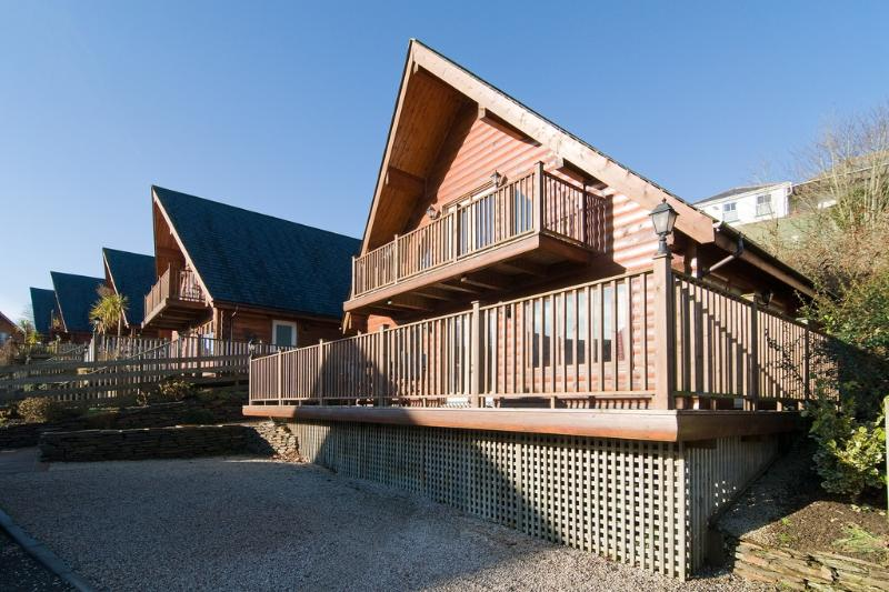 Number 12 Rosehill located in Padstow, Cornwall - Image 1 - Padstow - rentals