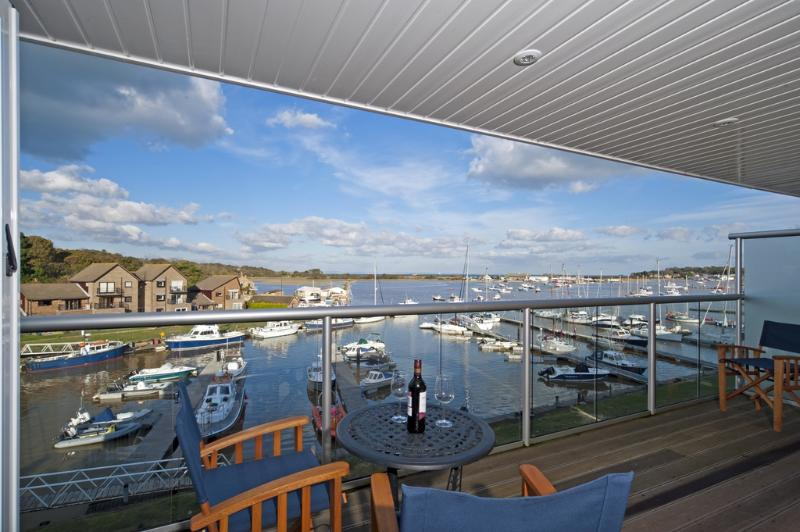 Marina View located in Bembridge, Isle Of Wight - Image 1 - Bembridge - rentals
