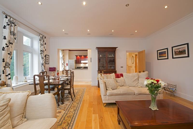 Apartment 9, Shanklin Manor located in Sandown & The South Coast, Isle Of Wight - Image 1 - Shanklin - rentals