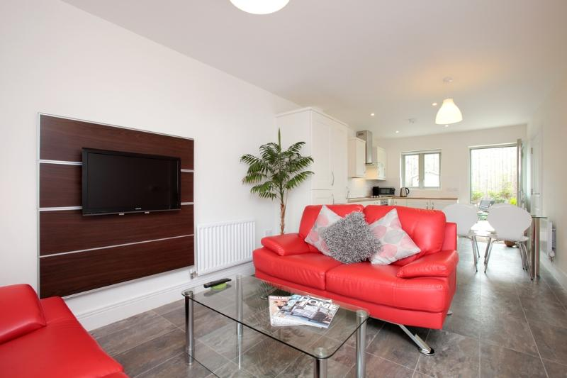 Stones Throw located in Portland, Dorset - Image 1 - Weymouth - rentals
