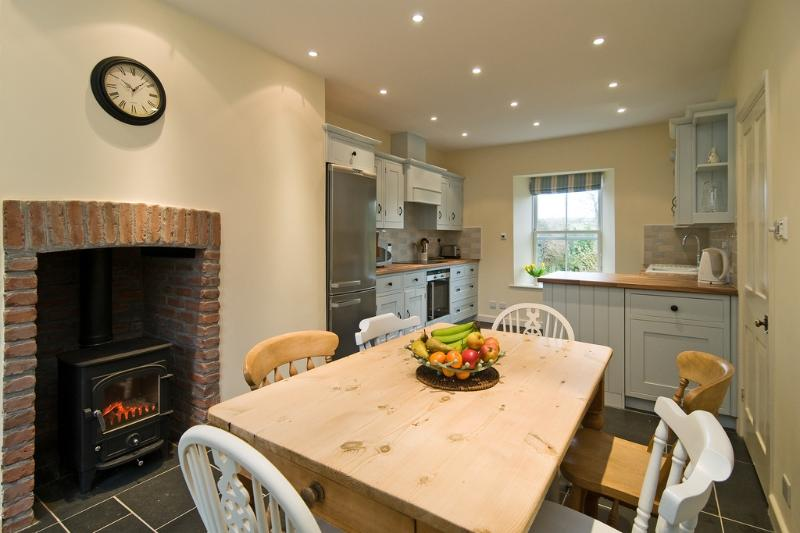 St Teresas Cottage located in St Mawgan, Cornwall - Image 1 - Saint Mawgan - rentals