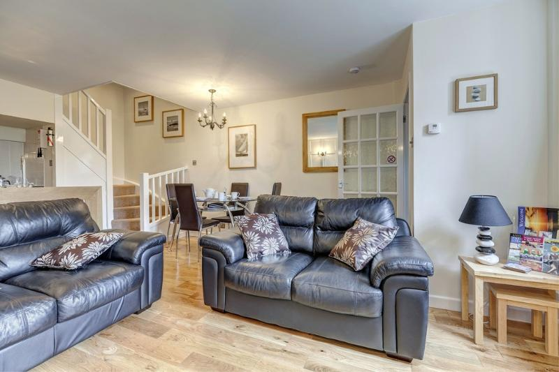 6 Torwood Gables located in Torquay, Devon - Image 1 - Torquay - rentals