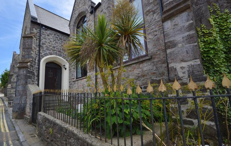 8 Torwood Gables located in Torquay, Devon - Image 1 - Torquay - rentals